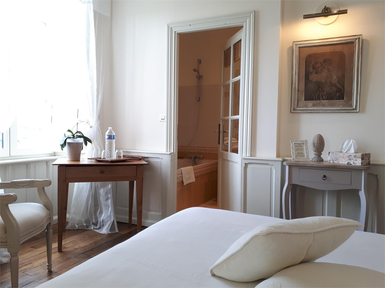 chambre hote saint malo finest le nid la grande plage de saint malo with chambre hote saint. Black Bedroom Furniture Sets. Home Design Ideas